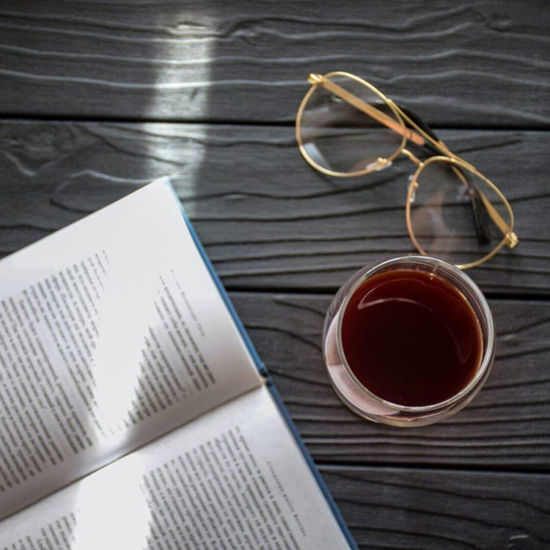Wine and Book catia-climovich